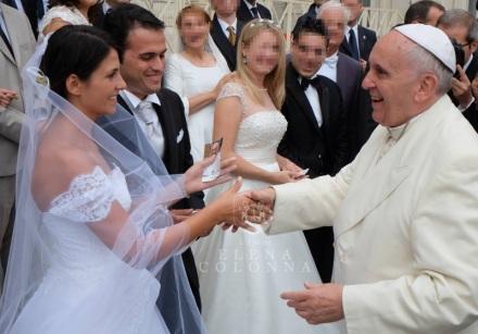 Papa-Francesco-con-sposi