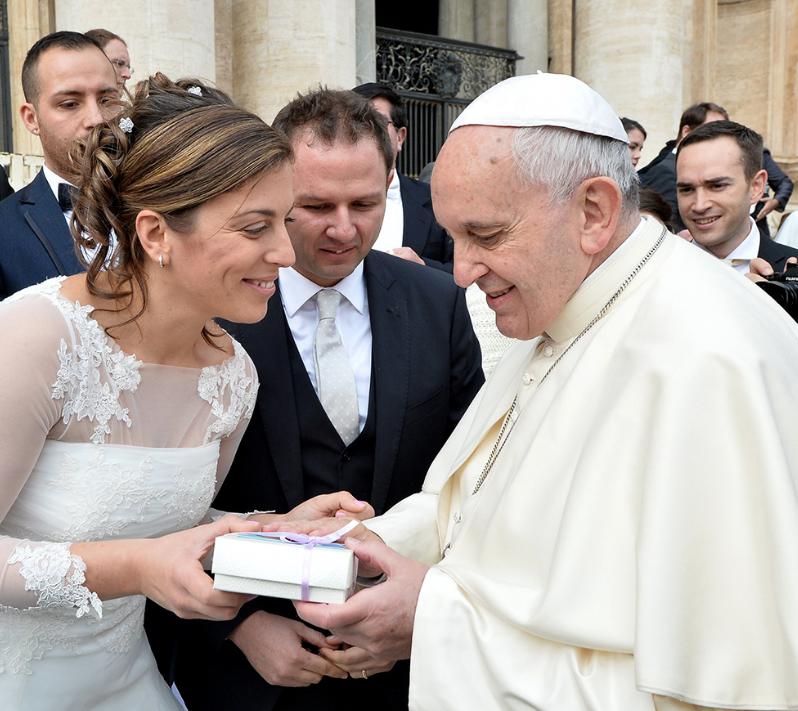Matrimonio Romano Cristiano : La chiesa deve testimoniare e sostenere matrimonio