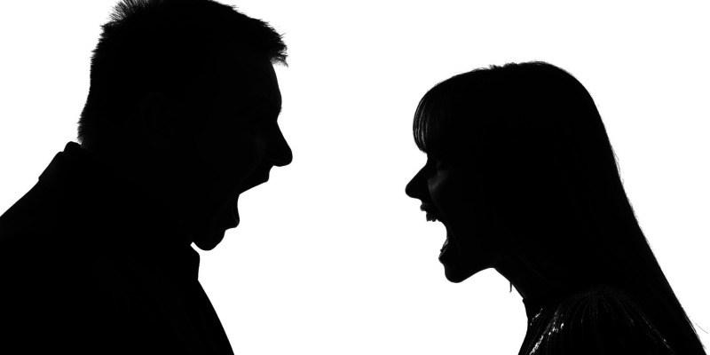 Litigio tra fidanzati in piazza: il passante deve intervenire?
